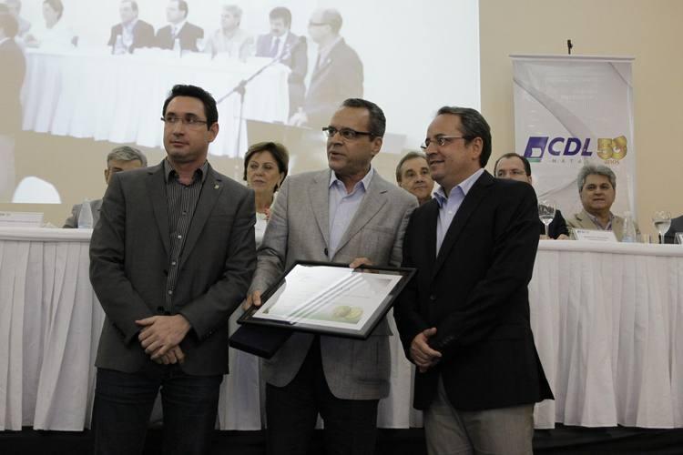 Deputado Henrique Eduardo Alves recebe a Comenda Jessé Pinto Freire, entregue pela CDL