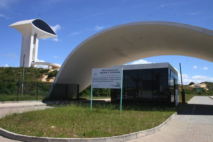 Parque foi inaugurado em junho de  2008, e interditado em janeiro de 2009 para obras de restauração que se arrastam até hoje, e agora recebe um novo adiamento
