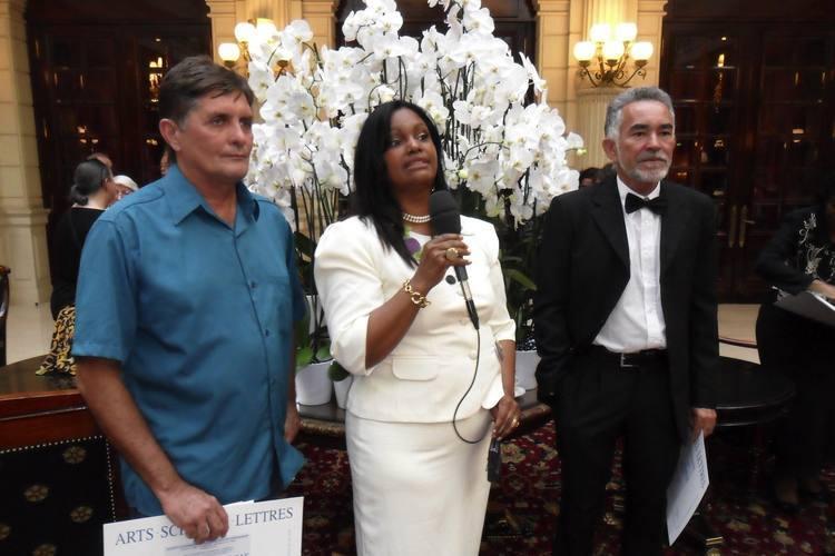 Francisco Iran e Guaraci recebem diploma e medalha na exposição