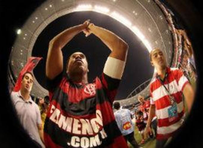Ronaldinho na mira: craque rubro-negro receberá atenção especial de corintianos; partida será no domingo, no Engenhão