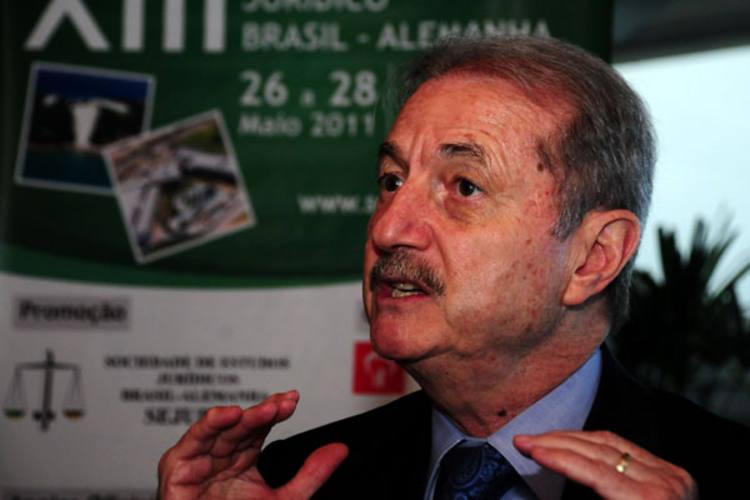 Advogado e consultor Edis Millaré elogia Código Florestal e também a legislação brasileira sobre meio ambiente