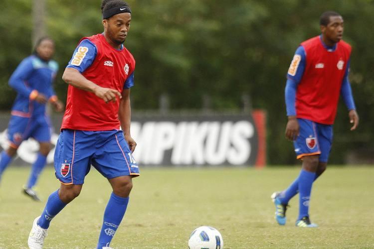 Ronaldinho Gaúcho é o grande destaque do Flamengo para tentar acabar com o jejum em Curitiba