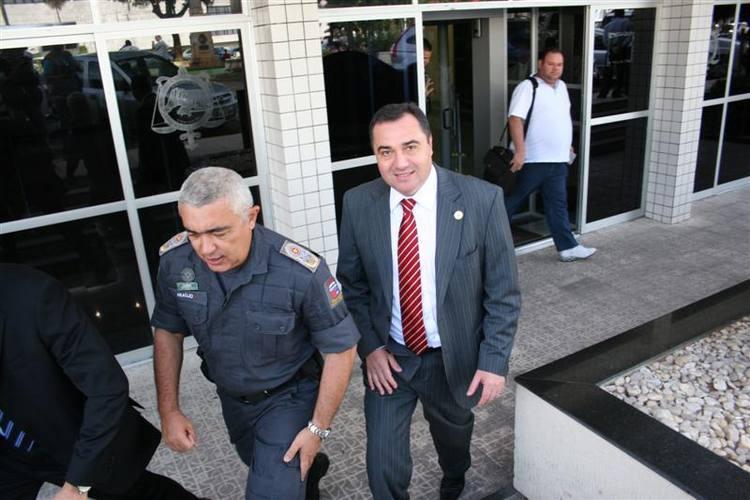 O secretário  Aldair da Rocha e o comandante geral da Polícia Militar, coronel Francisco Araújo, receberam a ordem para desocupar a CMN