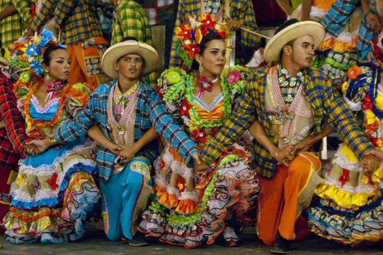 Quadrilha Dança Nordeste fará uma maratona de 60 apresentações, entre festivais, arraiais de bairros, hotéis e festas particulares. Já a quadrilha Drag Queen participa em festivais de quadrilha cômicas, arraiais de gênero e festas privadas