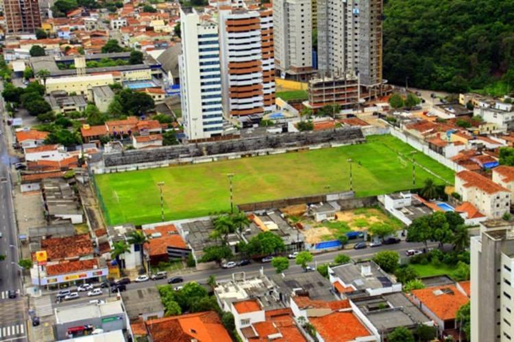 Área do estádio Juvenal Lamartine pode ser tomada por espigões em troca da construção do hospital