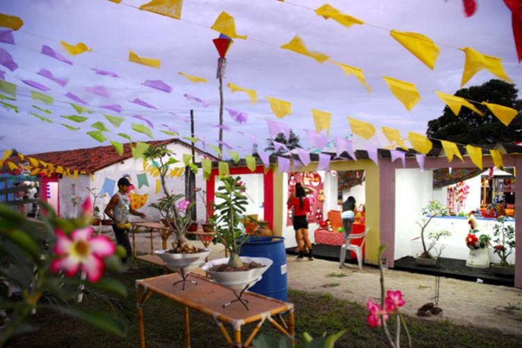 Em são Gonçalo, uma cidade junina foi construída para receber a efervescente cultura popular da região