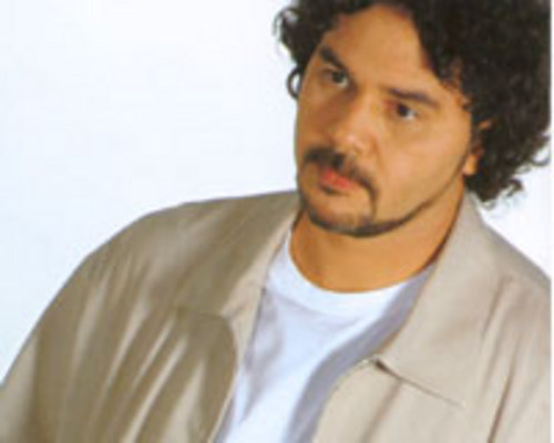 POETA - Percorrendo várias vertentes musicais, Manassés faz um disco de harmonias elegantes