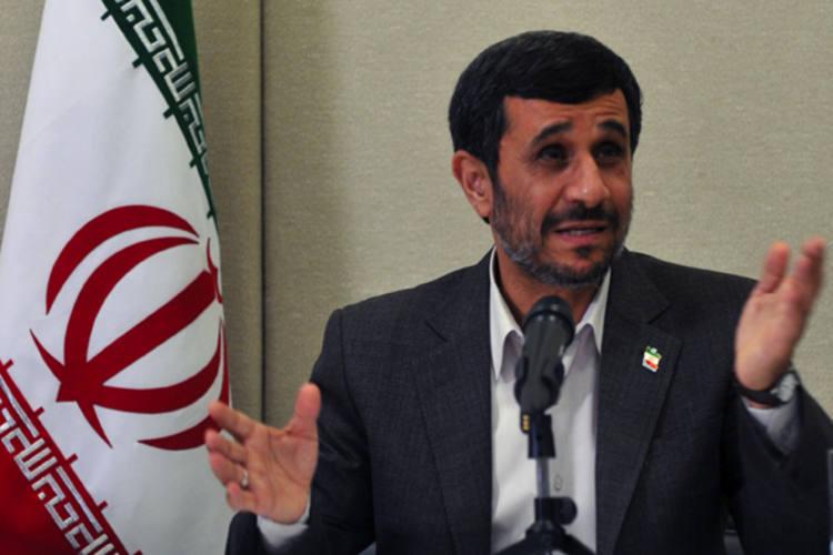 Mahmoud Ahmadinejad afirma que prisões têm motivação política
