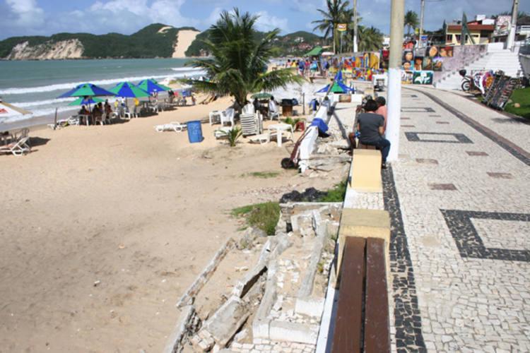 Desde 2007, a orla entre Ponta Negra e Praia do Forte se transformou num canteiro de obras paliativas que nunca acabam