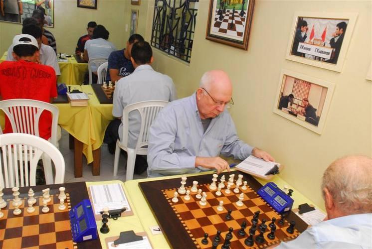 A competição reúne 26 jogadores, de várias idades, que irão disputar seis rodadas