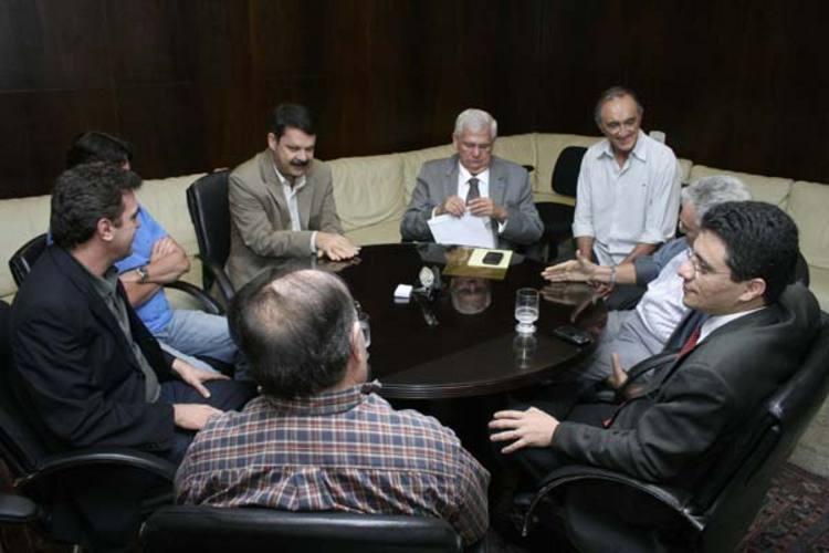 Paulo de Tarso vai à Assembleia Legislativa entregar documento aos deputados sobre negociação