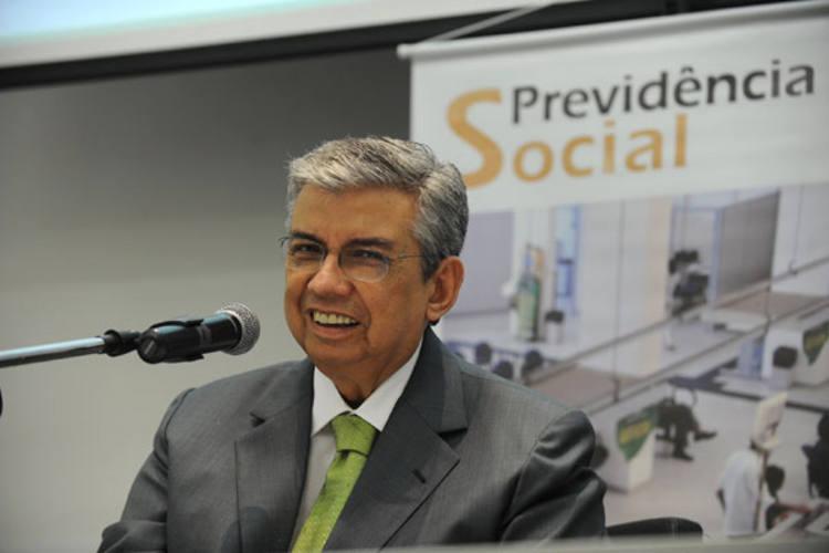 Garibaldi anunciou que o reajuste implicará em gastos mensais de mais R$ 28 milhões ao INSS