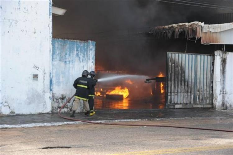 De acordo com populares, local onde ocorreu a explosão funcionava como posto clandestino