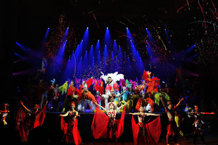 Elenco do Circo da China é formado por artistas-atletas