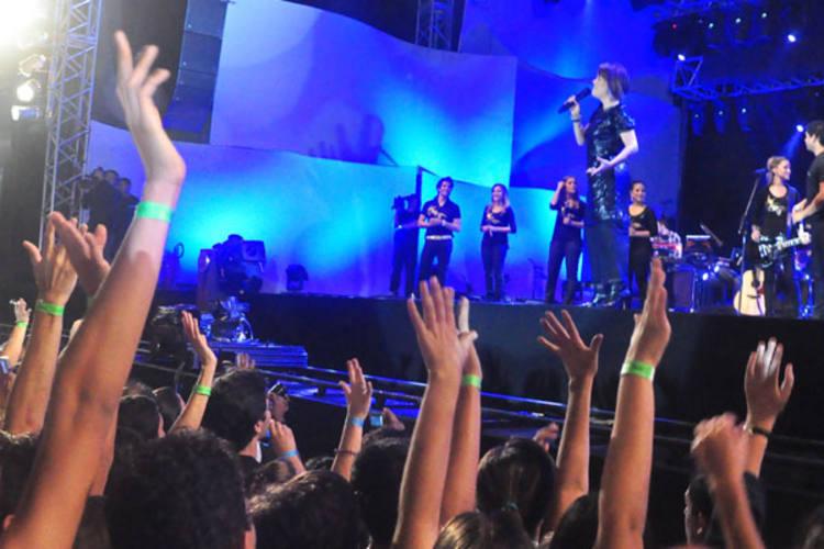 Apresentação do Ministério de Louvor Diante do Trono, na Praia do Meio, reuniu 60 mil pessoas. Imagens serão usadas em DVD