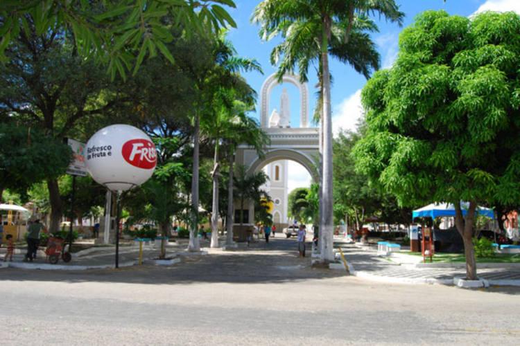 Feirinha ocorre durante o dia no largo da Matriz de Sant´Ana, em Caicó