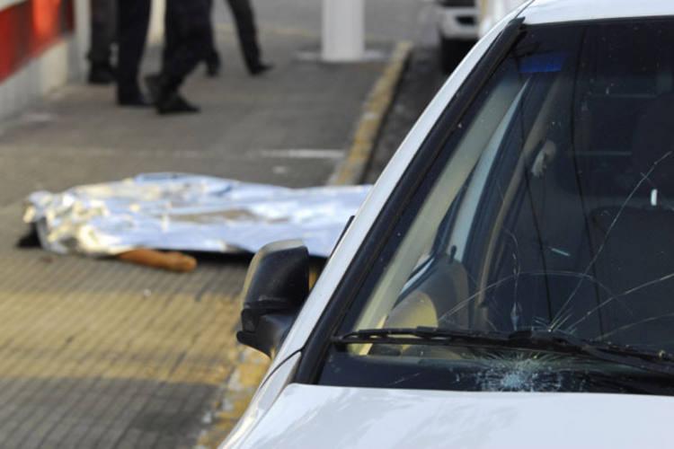Mulher foi atingida por veículo na Hermes da Fonseca e morreu no local