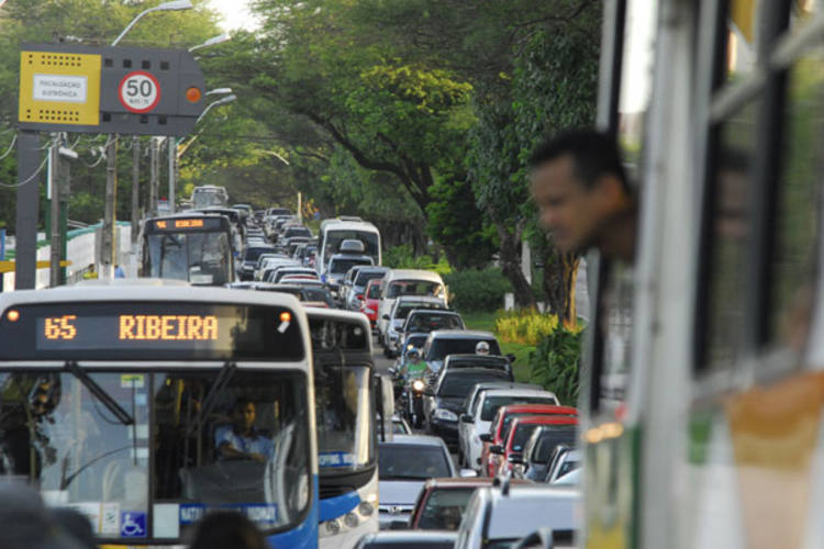 Trânsito ficou lento devido ao acidente