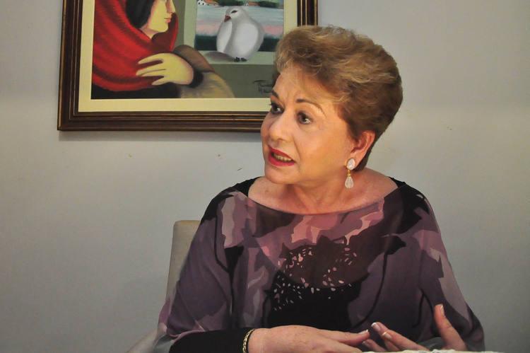 Oficialmente a ex-governadora Wilma de Faria mantém o discurso de que não decidiu sobre a candidatura a prefeita de Natal em 2012. Mas, ela traz comentários e respostas que levam a concluir pela sua tendência de disputar o Executivo da capital potiguar.