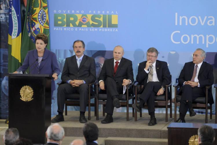 Presidenta Dilma Rousseff e ministros citam, no lançamento do Plano Brasil Maior, perspectivas sombrias para a economia mundial