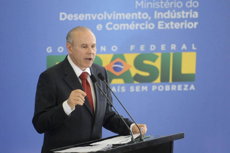 Guido Mantega informa que governo está trabalhando para fechar brechas e evitar sonegação