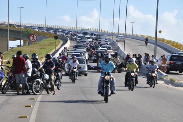 Acidente congestiona trânsito próximo à Ponte Newton Navarro