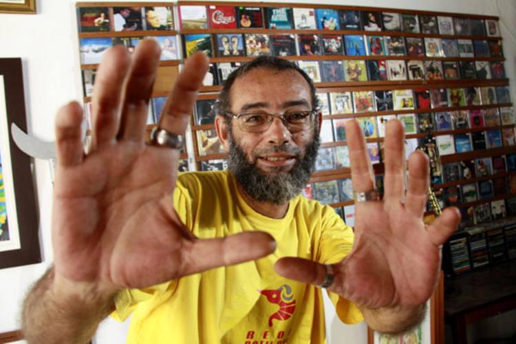 Cantor e compositor Romildo Soares lança '+Qimperfeito', disco que lhe tomou três anos de produção e  celebra 30 anos de carreira e ativismo musical