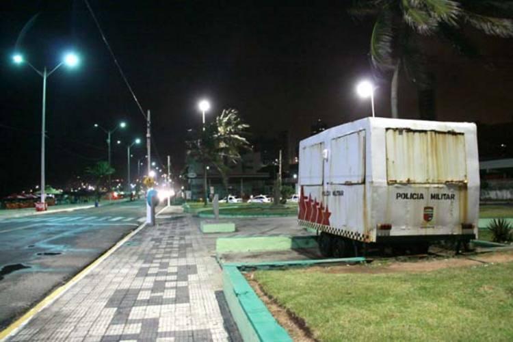 Na praia do Meio, outro ponto de apoio da PM também permanece fechado durante a noite.  A equipe da TN esteve no local na madrugada do sábado (01h30