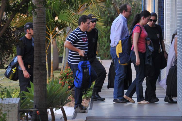 Funcionários do Ministério do Turismo são presos pela Política Federal, durante a Operação Voucher