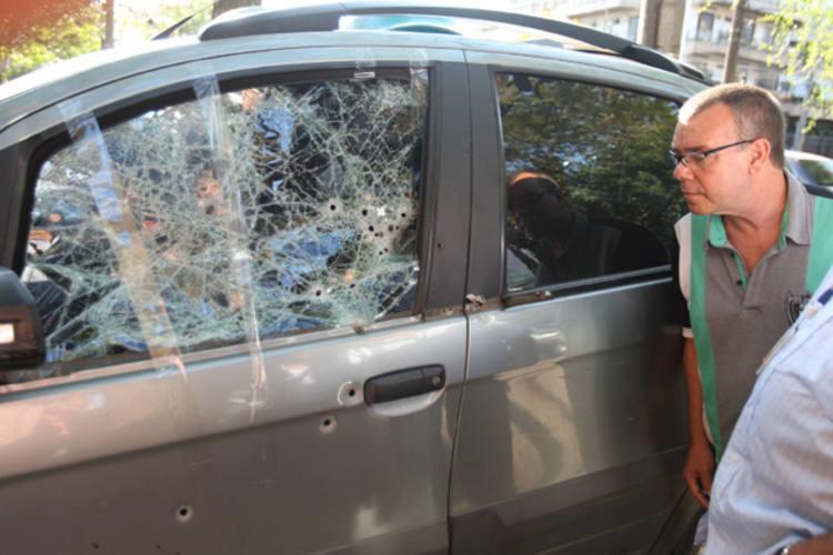 Carro da juíza Patrícia Lourival Acioli que foi atingido por vários tiros no bairro de Tibau, em Niterói