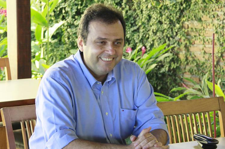 Presidente estadual do PDT, o ex-prefeito de Natal Carlos Eduardo anuncia que é pré-candidato a prefeito da capital potiguar, mas o discurso e as articulações políticas mostram que ele trabalha já como candidato