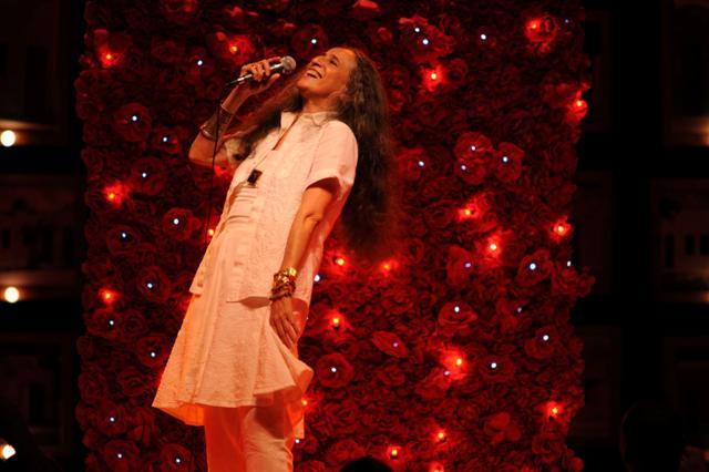 Maria Bethânia apresenta em Natal show