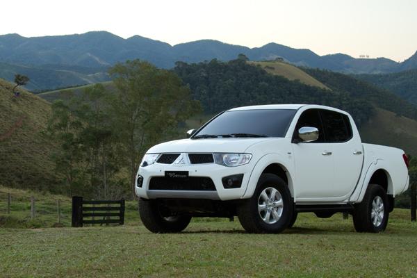 Modelo 2012 da L200 Triton mantém desempenho e chega com novidades que dão mais conforto