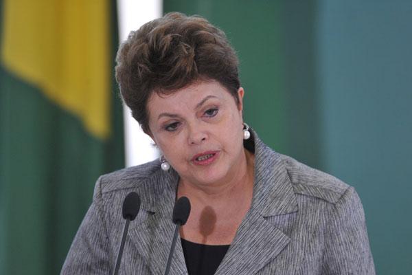 Dilma Rousseff tenta solucionar problemas nos ministérios do Turismo, Transportes e Agricultura, todos sob a desconfiança de irregularidades