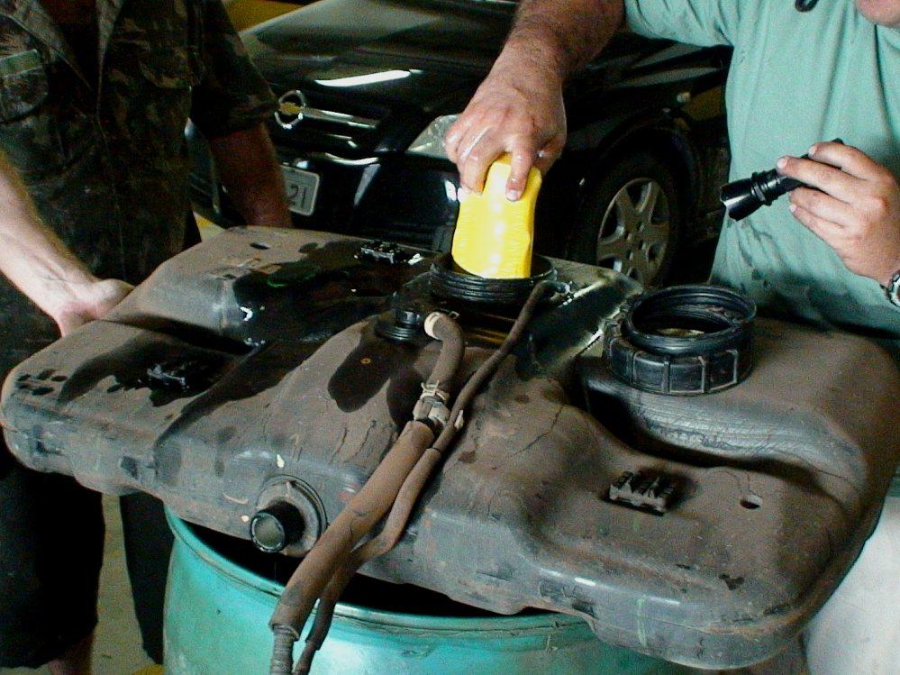 A droga foi encontrada dentro do tanque do carro