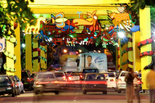 Intervenções carnavalescas trazem nos adereços a pesquisa histórica da obra do homenageado