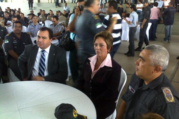 Rosalba ao lado do Comandante Geral da PM, coronel Francisco Araújo, e do secretário Aldair da Rocha