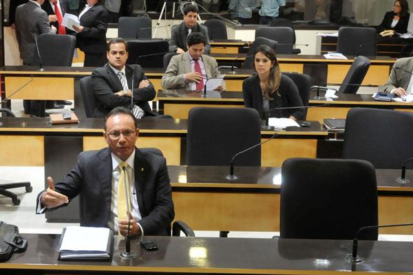 Raniere Barbosa lamenta a postura dos vereadores que mudaram de voto na segunda discussão