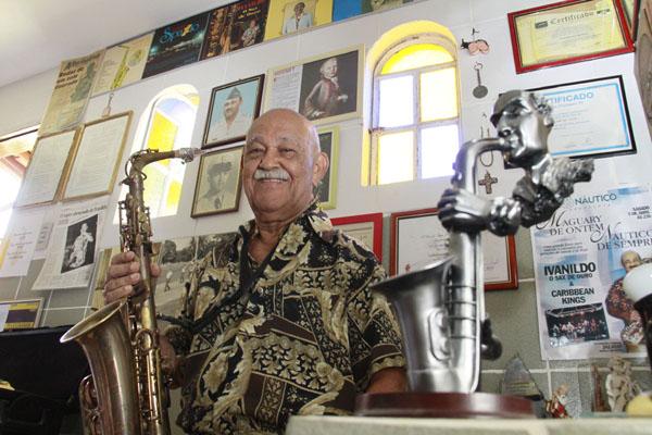 O mais famoso saxofonista potiguar, Ivanildo Sax de Ouro, acaba de finalizar a gravação do Song Book, seu primeiro trabalho   gravado em Natal, sob a direção de Chico Beethoven e Jubileu Filho