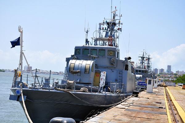 Navios iniciam desfile às 9h30, na Base Naval da capital, e passam pelas praias do Meio, Areia Preta, Via Costeira e Ponta Negra
