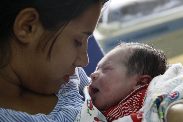 Primeira hora após o  parto é fundamental para a saúde futura do bebê. É o momento de mudanças definidoras no organismo e da realização de procedimentos importantes