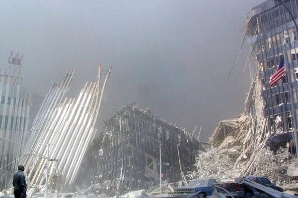 As torres gêmeas do World Trade Center, em Nova York, foram os primeiros alvos dos ataques terroristas treinados pela Al-Qaeda