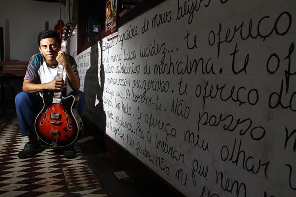 Maguinho daSilva fez um trabalho cem por cento autoral, calcado em sonoridades diferentes como a música eletrônica e o samba