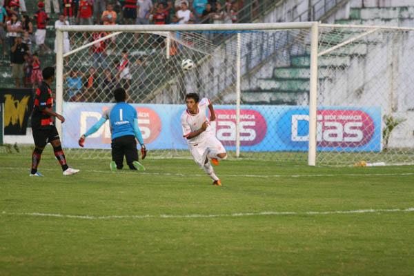 Wanderley voltou a jogar bem e fez o gol que garantiu a vitória do América sobre o Campinense/PB