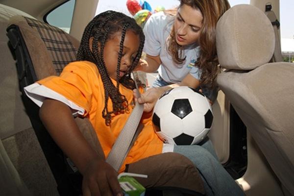 Todo motorista tem o dever de cumprir a legislação nacional  e proteger a integridade física da criança