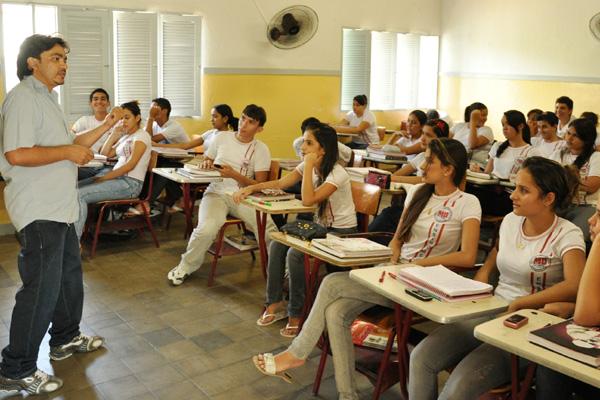Professores tentam manter frequência dos alunos para garantir aplicação de conteúdo referente aos dias em greve este ano