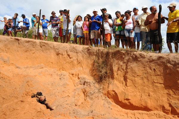 Cadáver foi encontrado por moradores no início da manhã