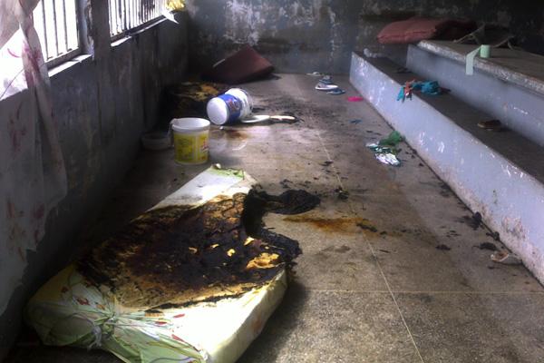 Presos atearam fogo nos colchões e derrubaram grades da penitenciária