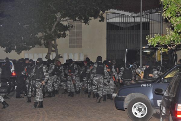 Detentos de Alcaçuz suspeitos de comandarem ataques a ônibus são transferidos para Mossoró
