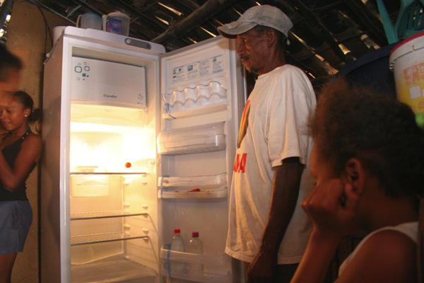 Família Cardoso, da comunidade Capela, em Ceará-Mirim: 18 pessoas morando em casa de taipa e vivendo com apenas um salário mínimo